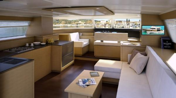 Fountaine Pajot Cumberland 47 LC Interior