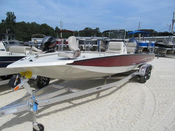 Xpress Boats Hyper-Lift® Bay H24B