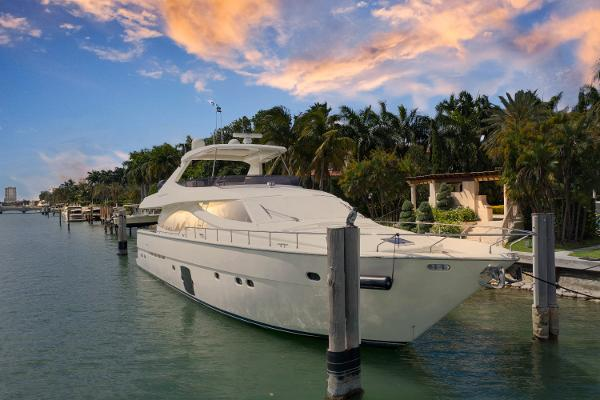 Ferretti Yachts 830