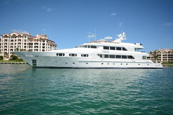 TRINITY Motoryacht