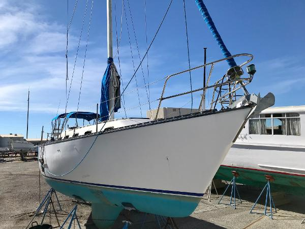Hunter Cheribini 36 Sloop