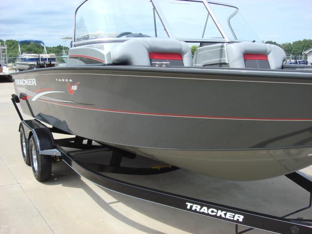 TRACKER BOATS Multi-Species Deep V Boat Targa V18 WT