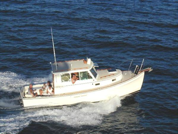 Cape Dory Cruiser Cape Dory 28 Underway