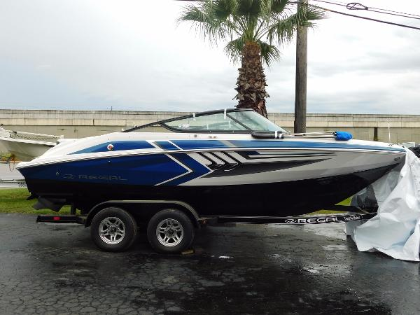 Regal 2000 ESX Bowrider