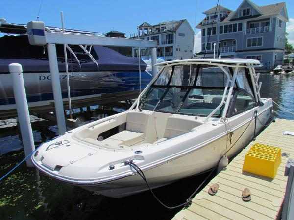 Boston Whaler 270 Vantage Dockside