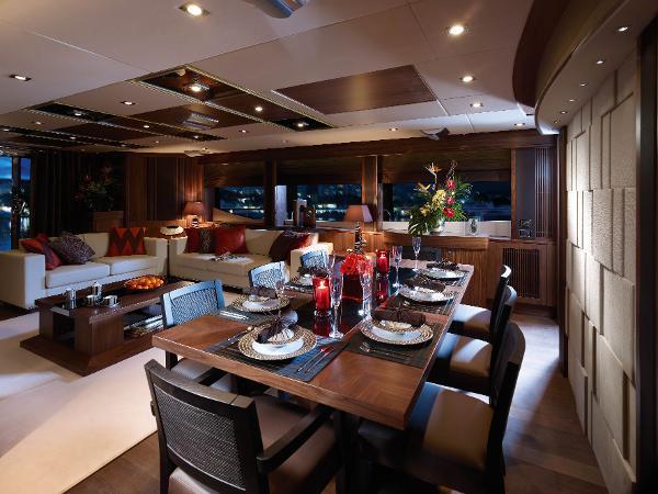 Sunseeker 30M Yacht Dining