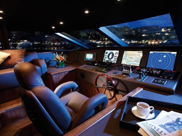 Sunseeker 30M Yacht Helm