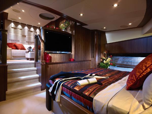 Sunseeker 30M Yacht Cabin