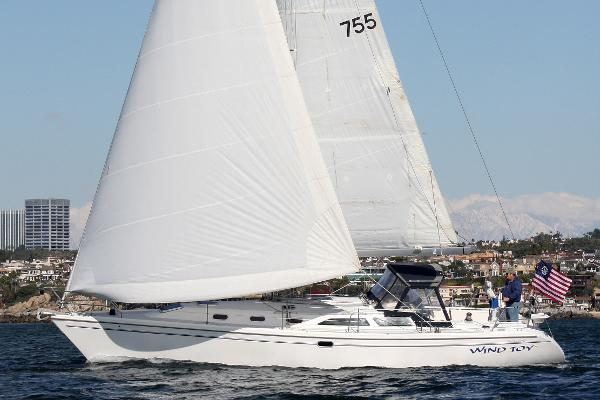 Catalina 42 MkII Sailing in good wind in Newport