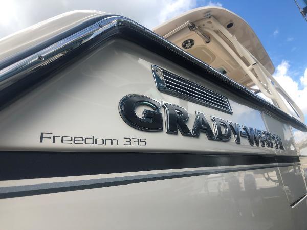 Grady-White Freedom 335