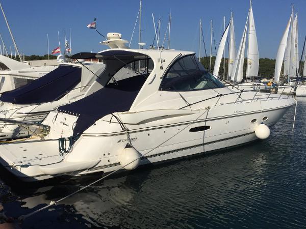 Cruisers Yachts 440 Express