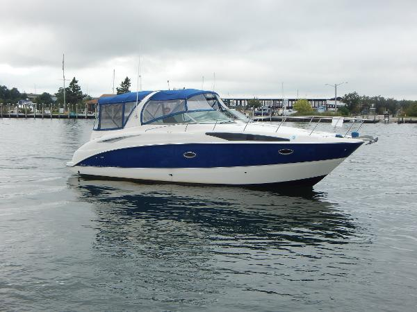 Bayliner 325 Express Cruiser