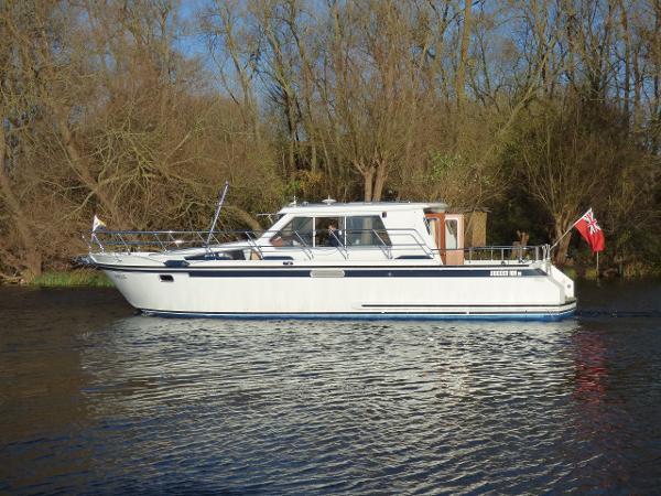 Succes 108 OC Ultra Tingdene Thames & Kennet Marina Succes Yachts 108oc