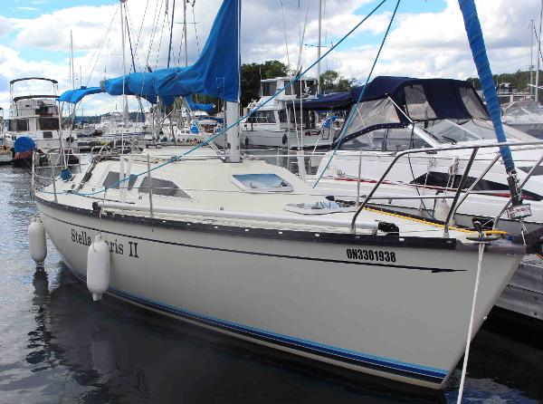 Mirage 29 Sloop Starboard Profile