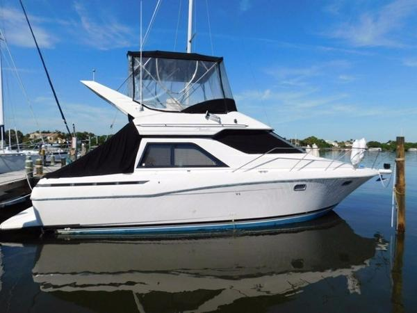 Bayliner 3488 Avanti Command Bridge Profile