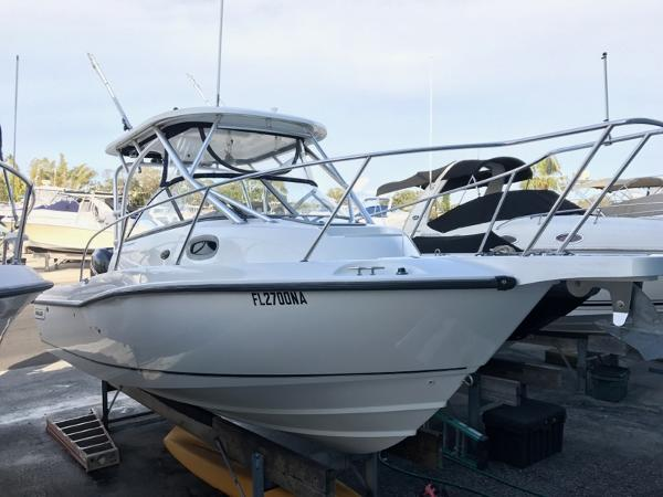 Boston Whaler 235 Conquest Starboard Profile 1