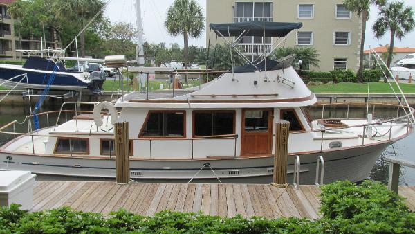 Albin 36 Double Cabin Trawler Starboard view