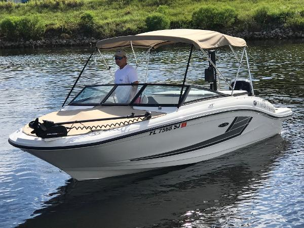 Sea Ray 19 SPX OB Port Bow