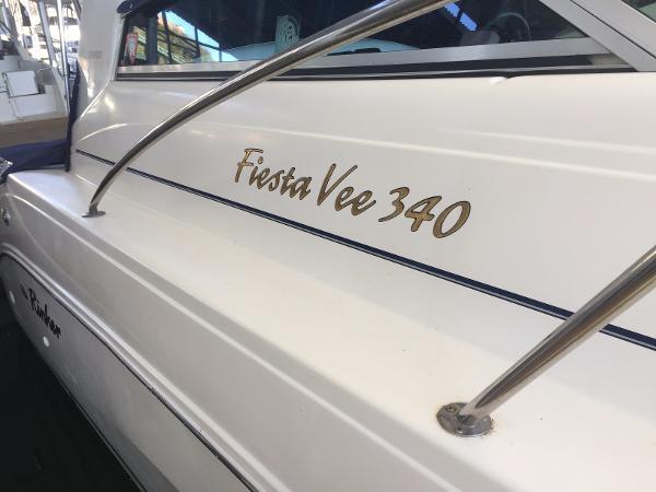 Rinker 340 Fiesta Vee