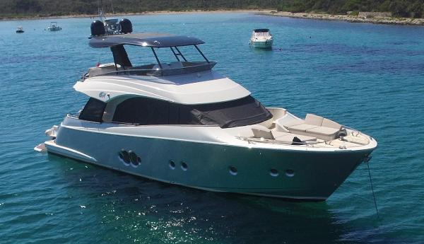 Monte Carlo Yachts 65 Anchored up