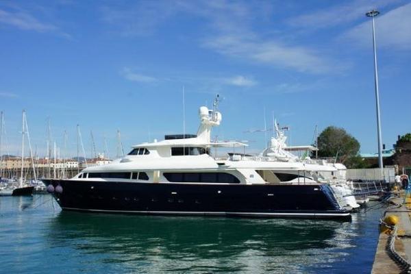 Ferretti Yachts Custom Line Navetta 30 2001 Ferretti Custom Line Navetta 30