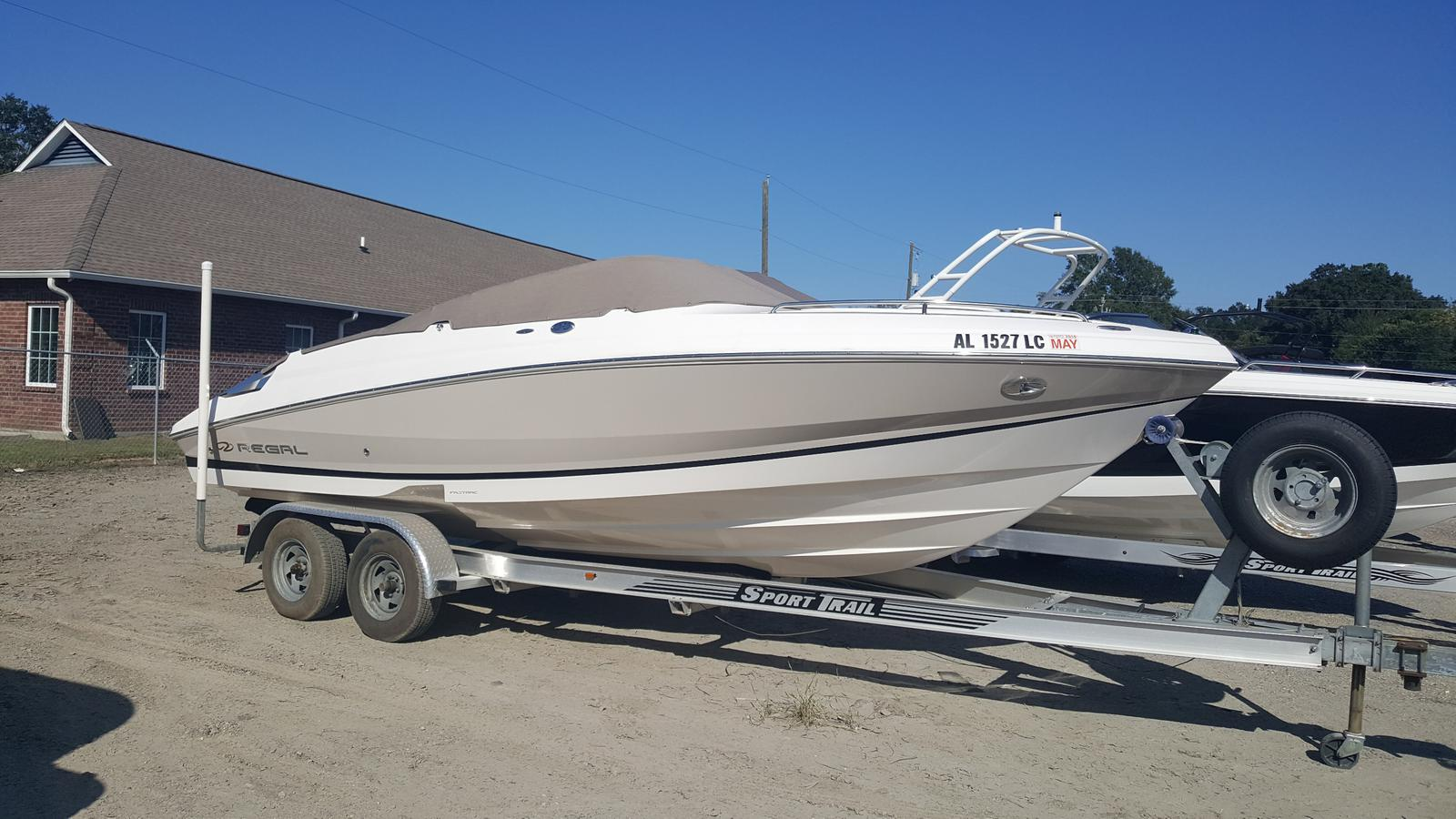 Regal Sport Boat 2250 Cuddy