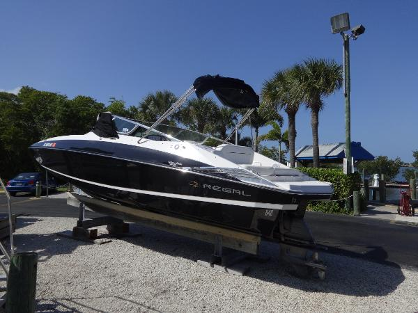 Regal 2520 FasDeck 2008 Regal 2520 FasDeck