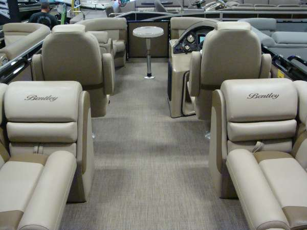 Bentley Encore Admiral 223 Elite Tritoon