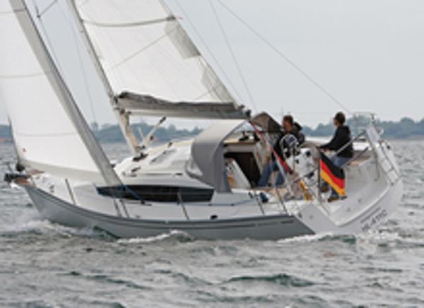 Delphia 31 Sailing