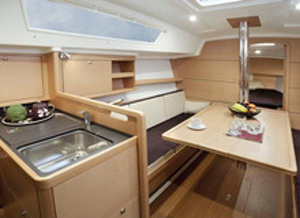 Delphia 31 Galley