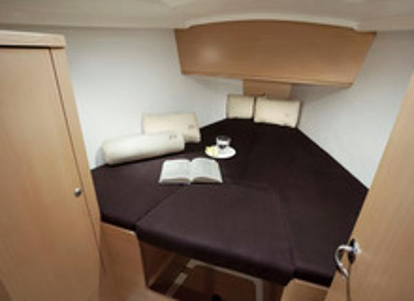 Delphia 31 Cabin
