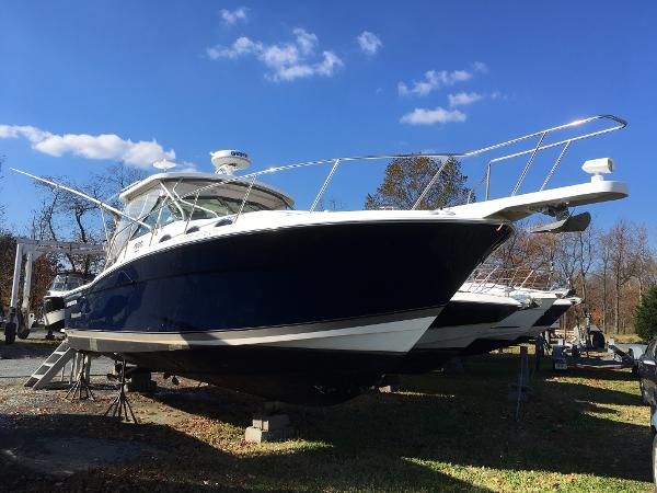 Wellcraft 330 Coastal Starboard Bow