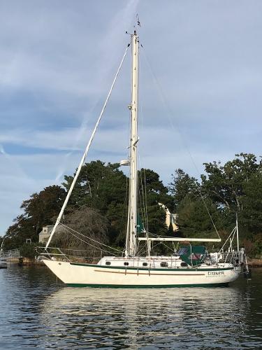 Pacific Seacraft Crealock 34
