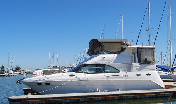 Sea Ray 370 Aft Cabin Profile