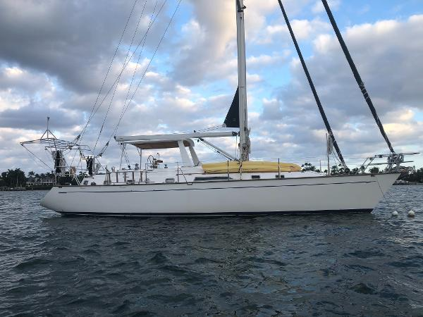Tayana 48 Profile  starboard side