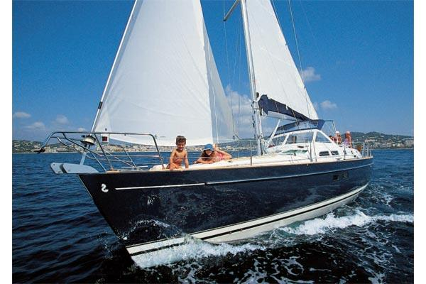 Beneteau Oceanis 42CC Manufacturer Provided Image: Oc?anis Clipper 42CC