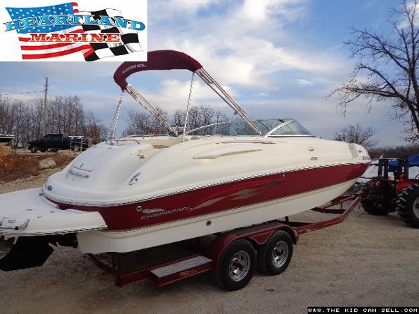 Chaparral 254 Sunesta Deck Boat