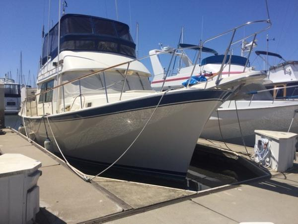 Hatteras 42 Long Range Cruiser Traveler