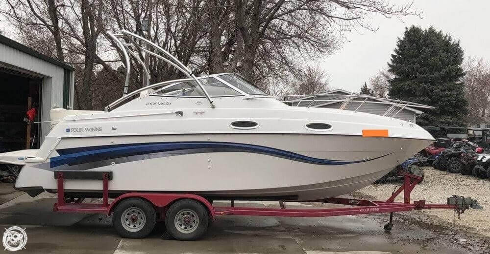 Four Winns 258 Vista Cruiser 1999 Four Winns 258 Vista Cruiser for sale in Columbus, NE