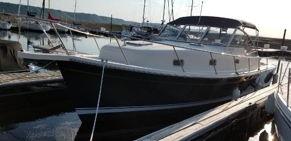 Mainship Pilot 34 Convertable