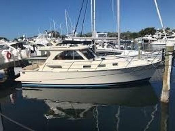 Legacy 32 Cruiser Sistership Profile