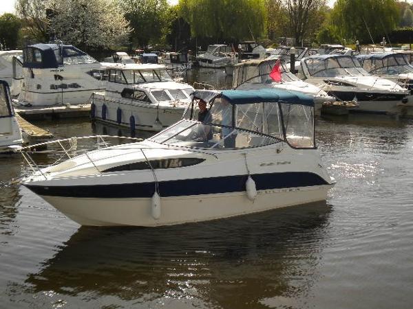 Bayliner 245 Bayliner 245 - on the Water
