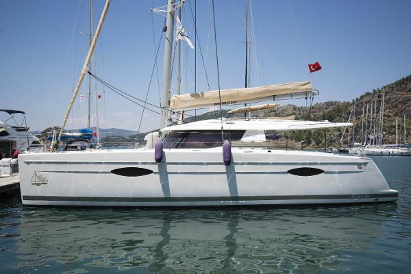 Fountaine Pajot Helia 44 Main