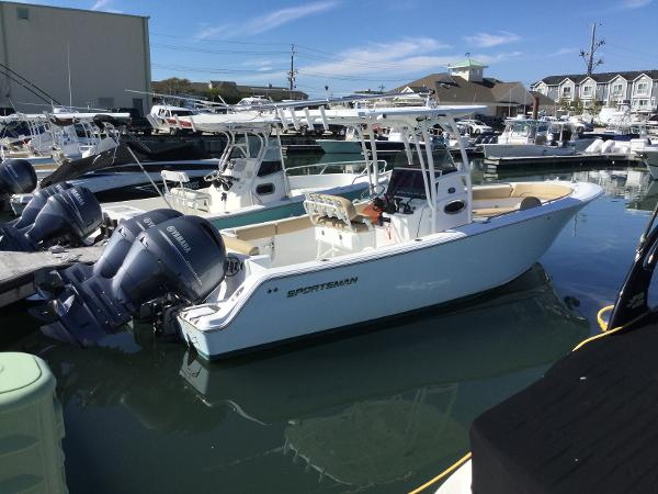 Sportsman Open 252 Center Console