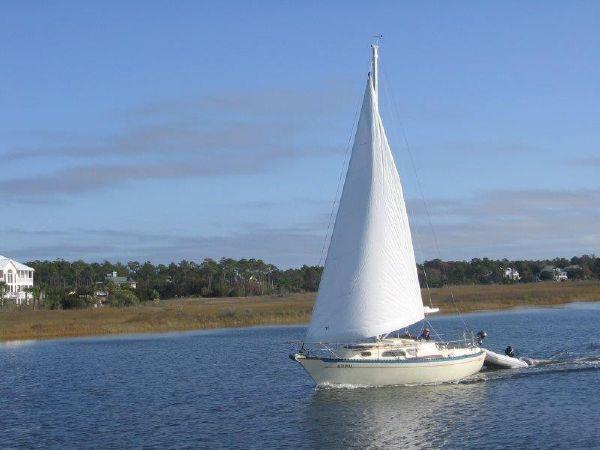 Islander Yachts Fun On The Water