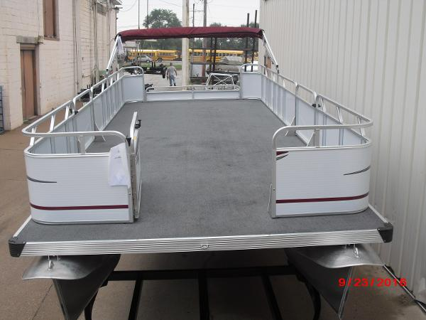 Qwest 22' PONTOON