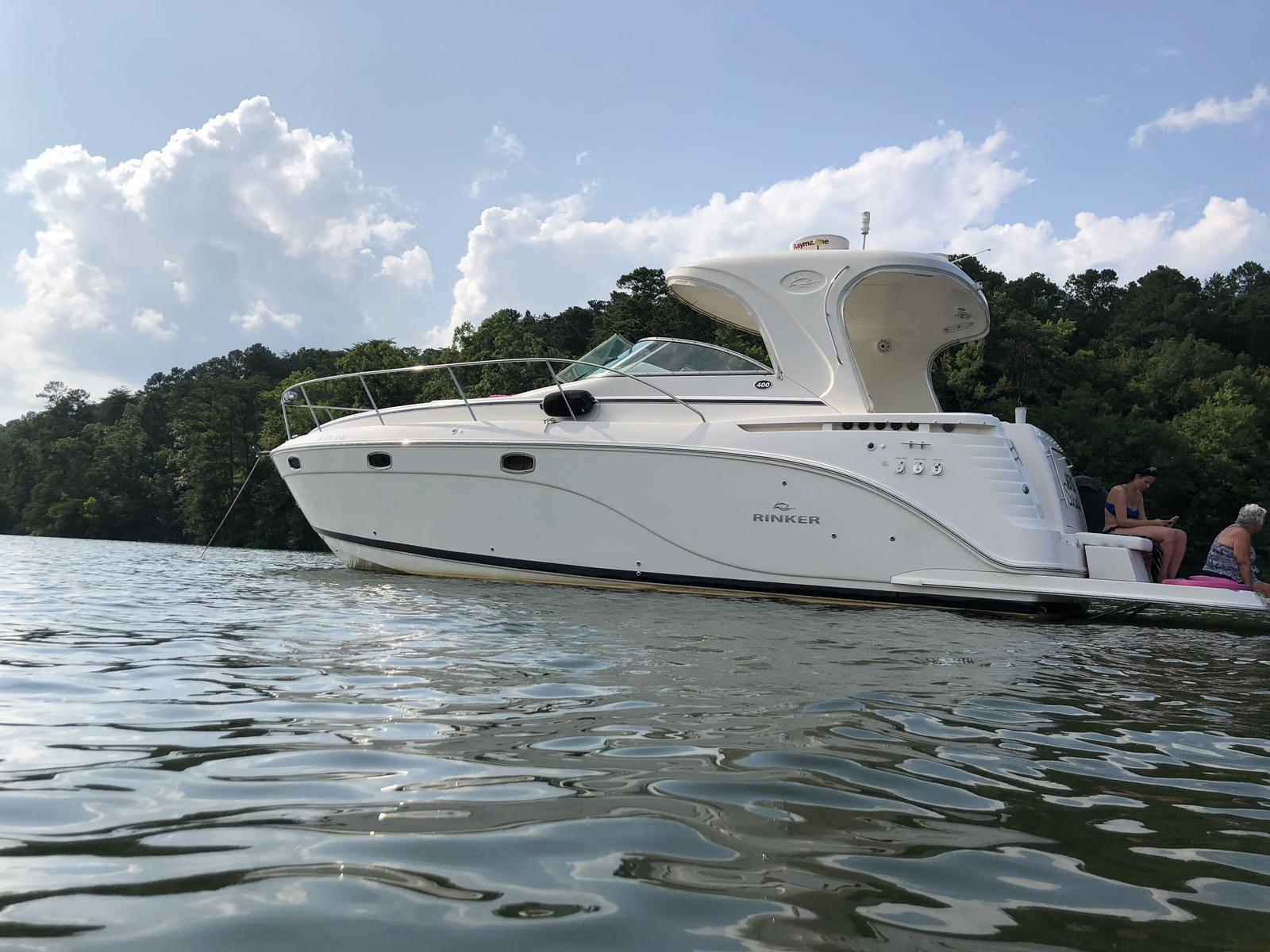 Rinker Express Cruiser 400