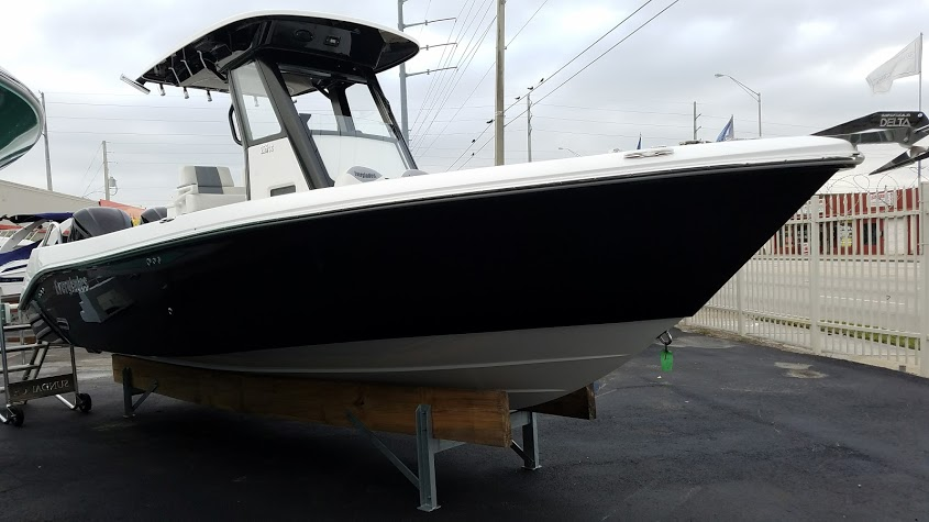 Everglades Boats 255 CC
