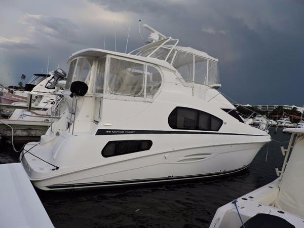 Silverton 39 Flybridge Motor Yacht