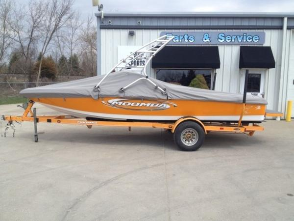 Moomba Outback Open bow